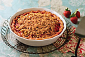 Strawberry-rhubarb Streusel Pie