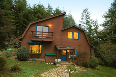 a house using non-traditional power off the grid