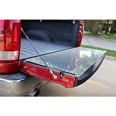 Dee Zee Brite-Tread Full Tailgate Protector, 22 in. dia. x 67 in., Silver