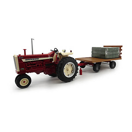 TOMY Big Farm Farmall 1206 Tractor & Hay Wagon