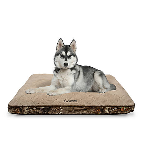 Realtree 29 in. x 39 in. Quilted Camo Edge Pet Bed